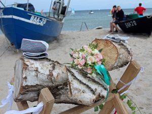 Baumstamm sägen als Hochzeitsbrauch