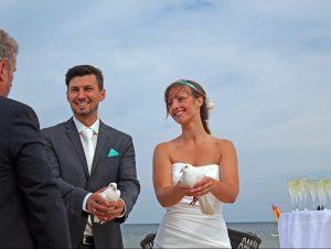Taubenflug zur Hochzeit im Osteebad Baabe auf der Insel Ruegen