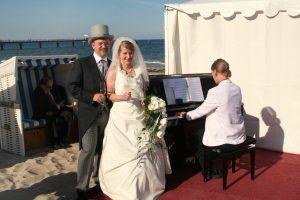 Hochzeit mit Piano am Strand in Göhren